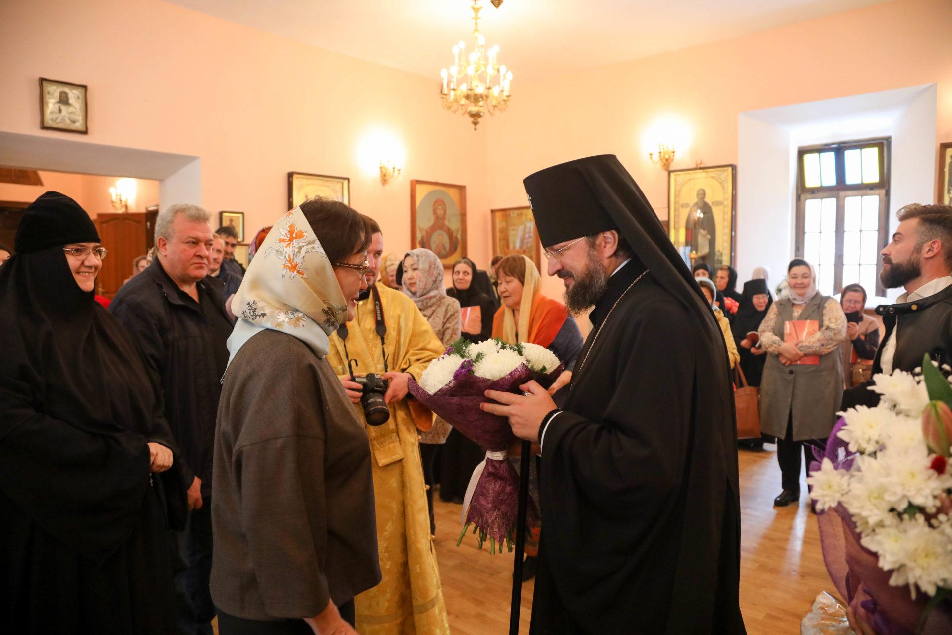 Глава города поздравила архиепископа Романа с юбилеем