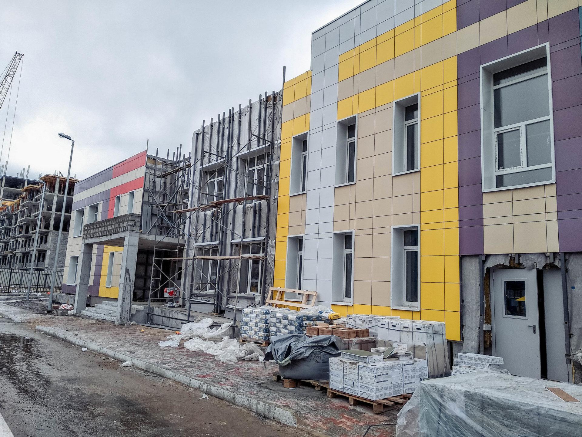Строительство социальных объектов в 203 микрорайоне близится к завершению
