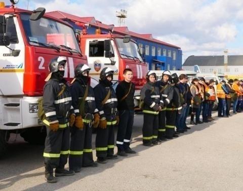 В аэропорту «Якутск» проведен смотр штатных и нештатных аварийно-спасательных формирований по ГО