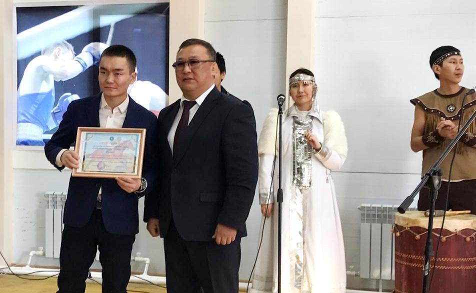 Василию Егорову подарили чистокровного жеребца – победителя приза «Дерби»