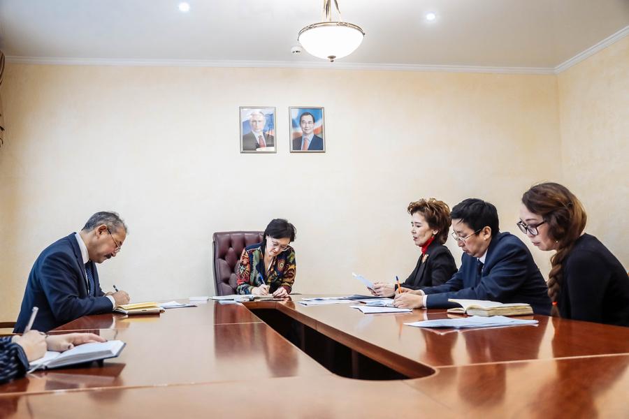 В окружной администрации ведется системная и плановая работа по обращениям граждан