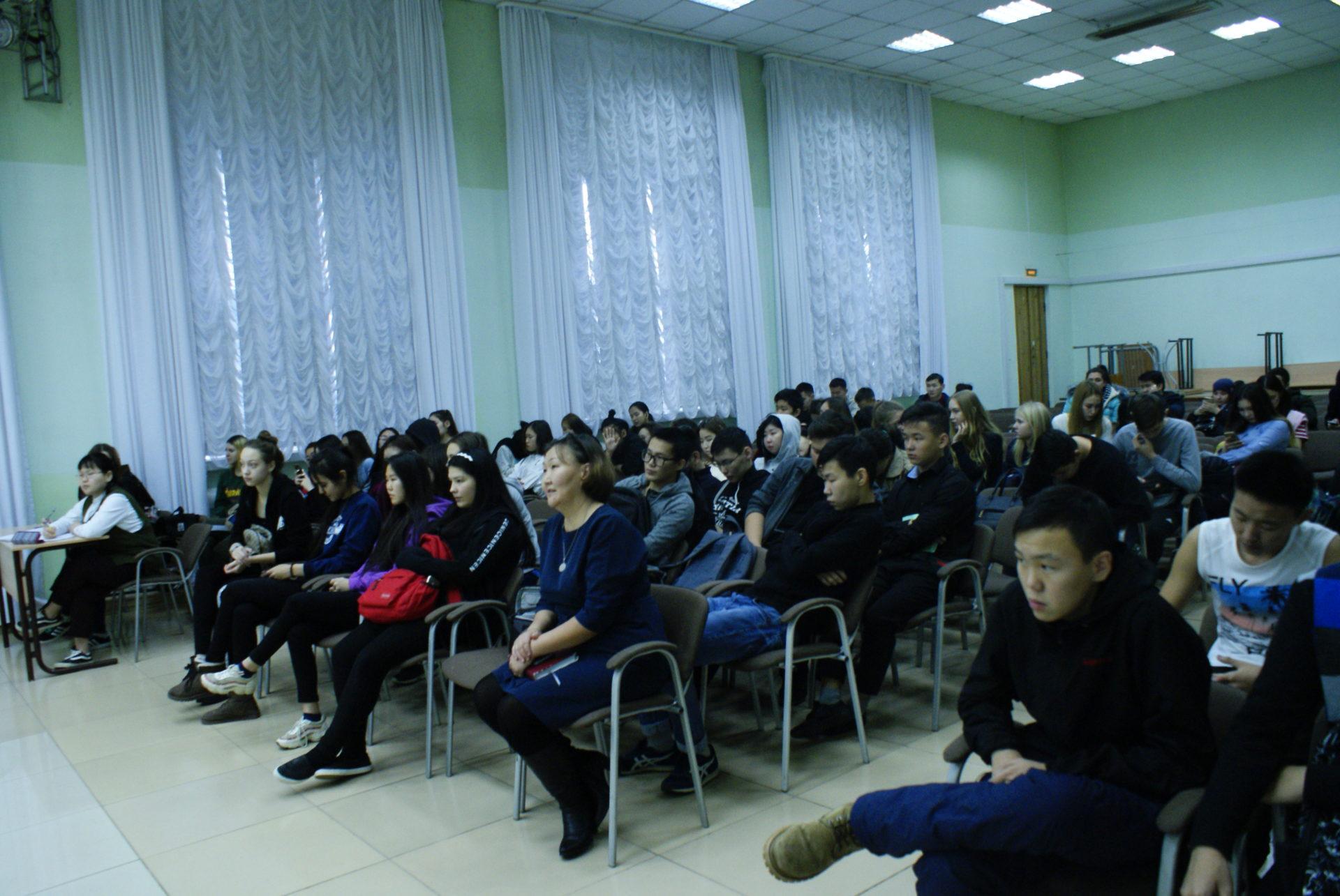 """Акция «Задай вопрос директору"""" в Якутском торгово-экономическом колледже потребительской кооперации"""