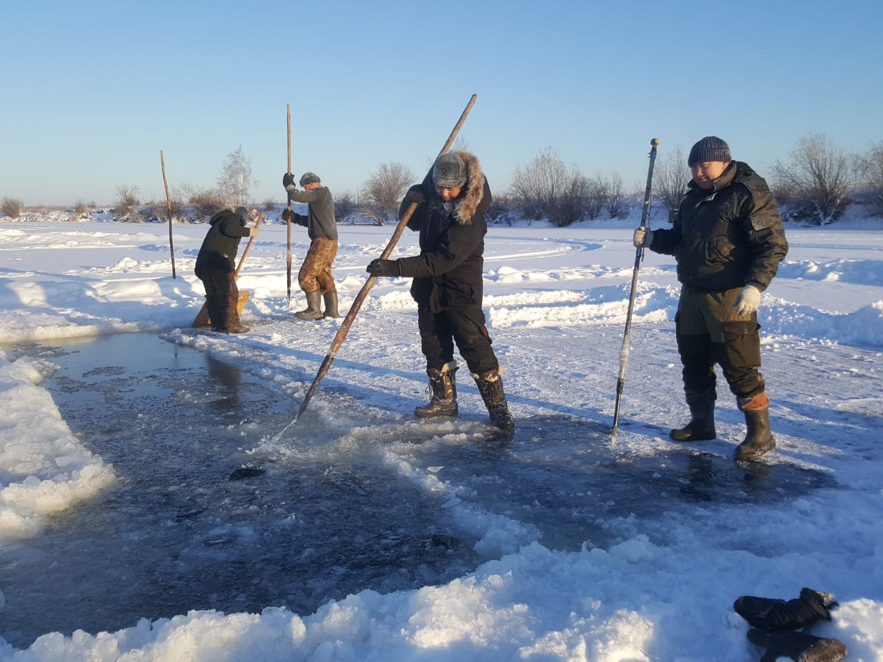 Совет отцов Тулагино-Кильдямском наслега провел социальную акцию по заготовке льда