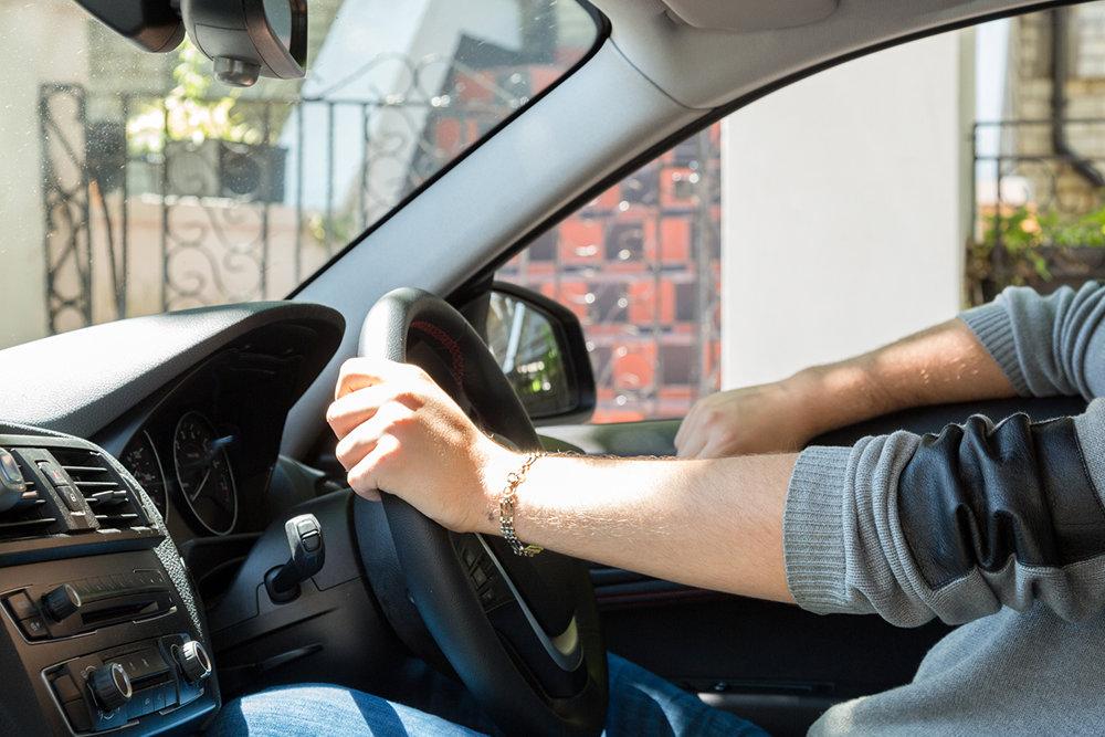 Дмитрий Медведев утвердил временный порядок ввоза в Россию праворульных машин жителями ДФО