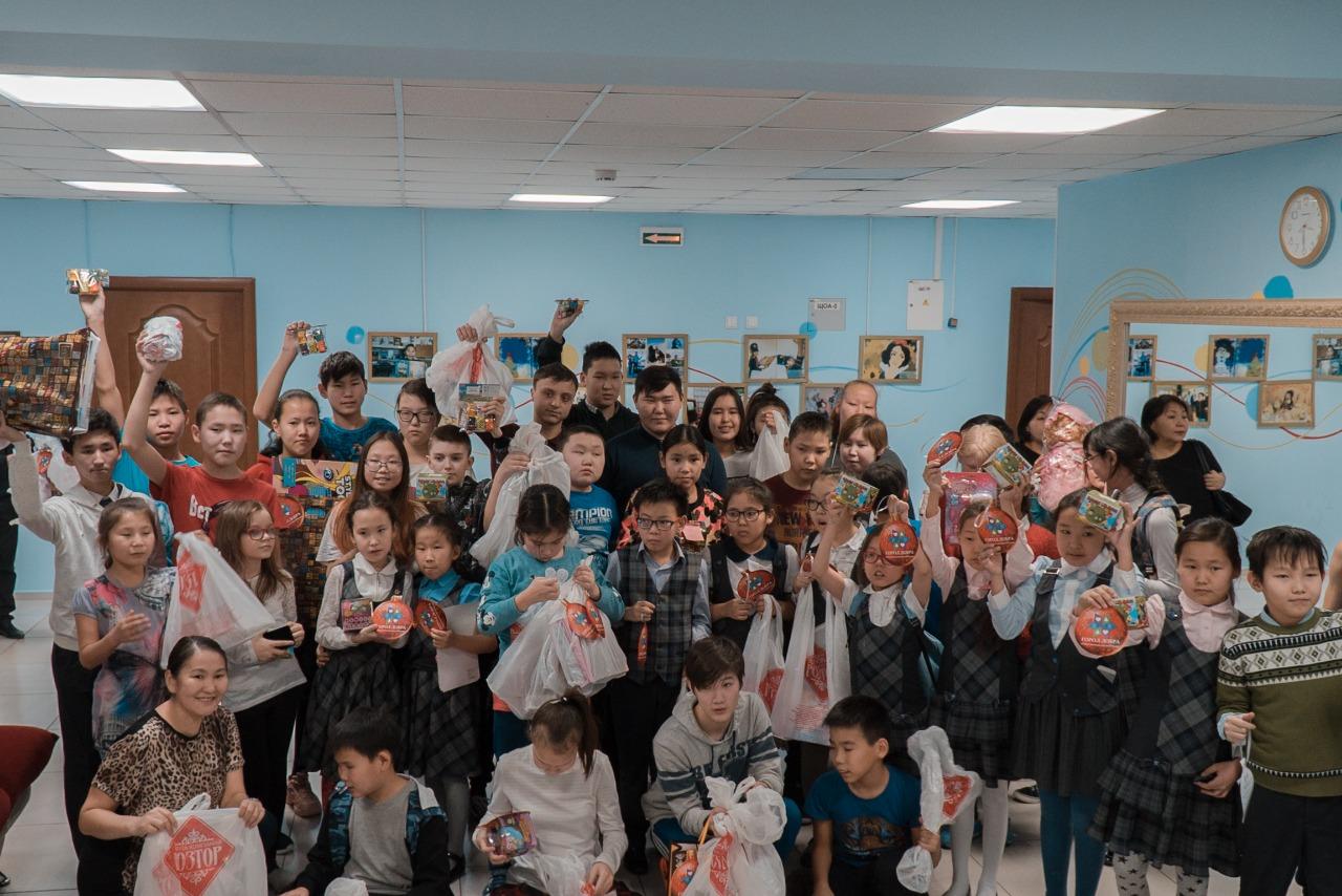 «Елка добра»: 755 подарков вручены воспитанникам коррекционных школ и детского дома