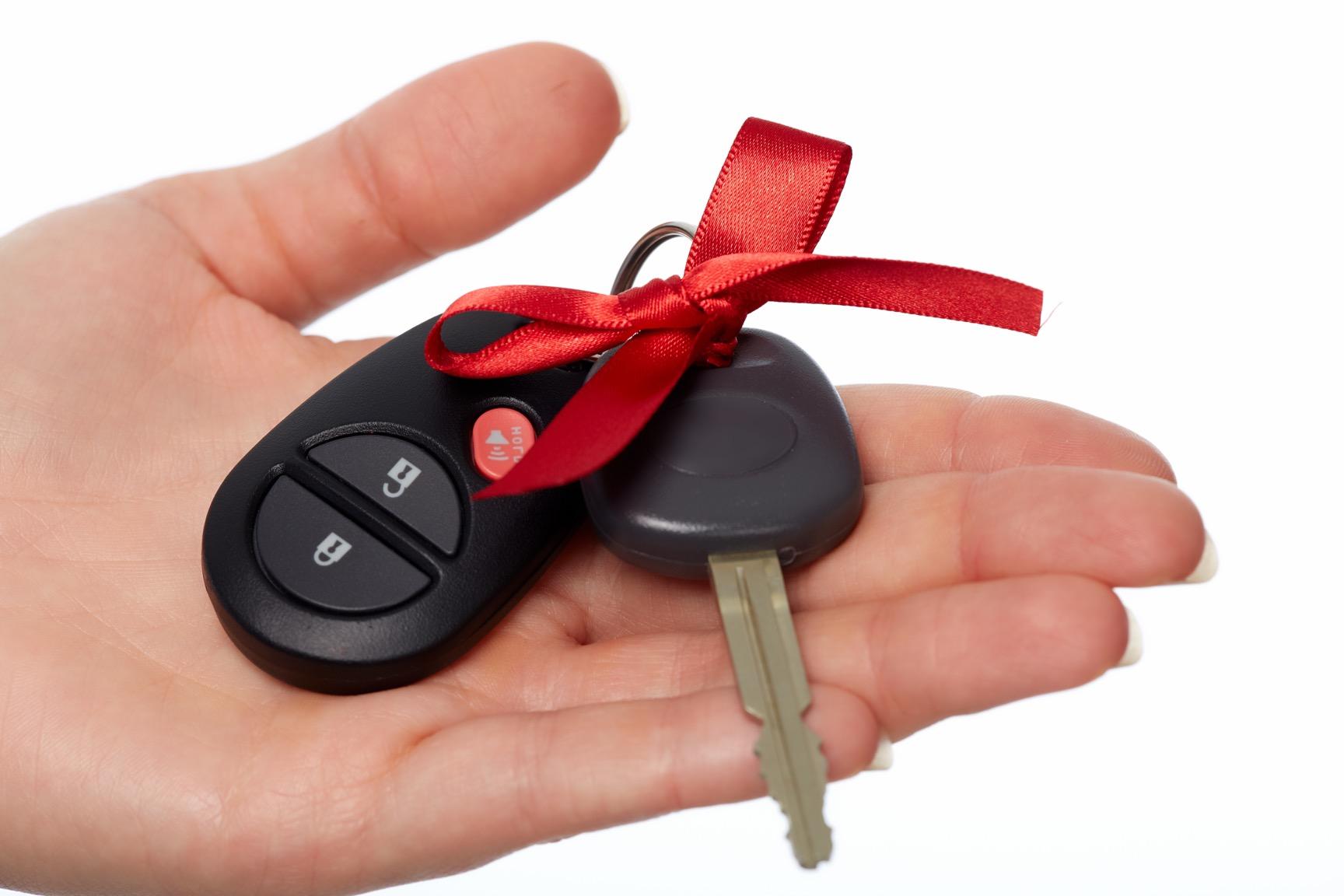 """Лучший сотрудник """"Офсета"""" по итогам 2018 года получил ключи от автомобиля"""