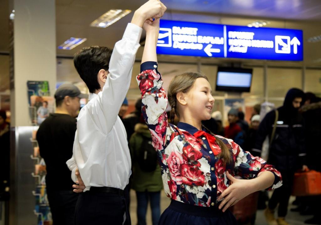 Молодежь аэропорта присоединилась к всероссийской акции «Случайный вальс»