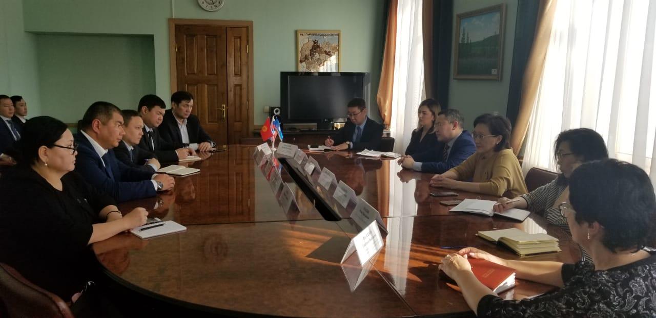 Сардана Авксентьева провела рабочую встречу с делегацией Кыргызской республики