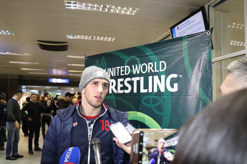 В Якутск прилетел чемпион мира по вольной борьбе Заурбек Сидаков