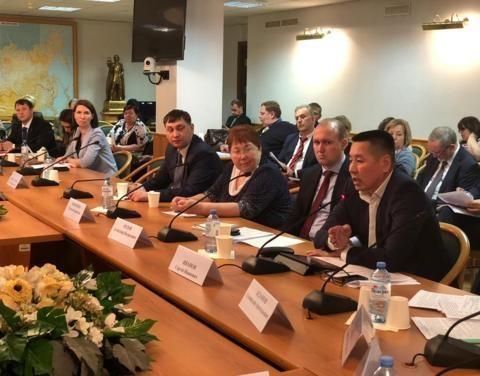 Повышение доступности финансовых услуг для жителей сельской местности обсудили в Москве на круглом столе