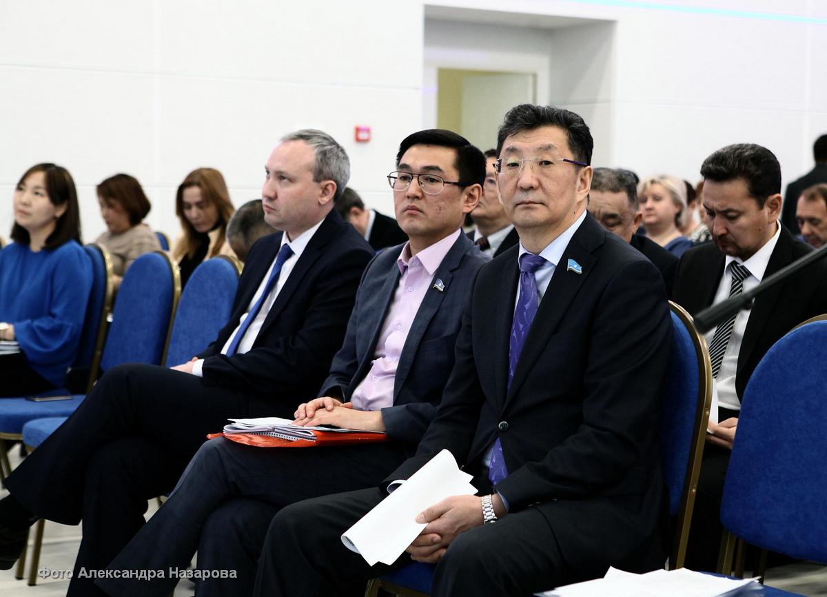 Вл. ЧИЧИГИНАРОВ сложил полномочия руководителя фракции