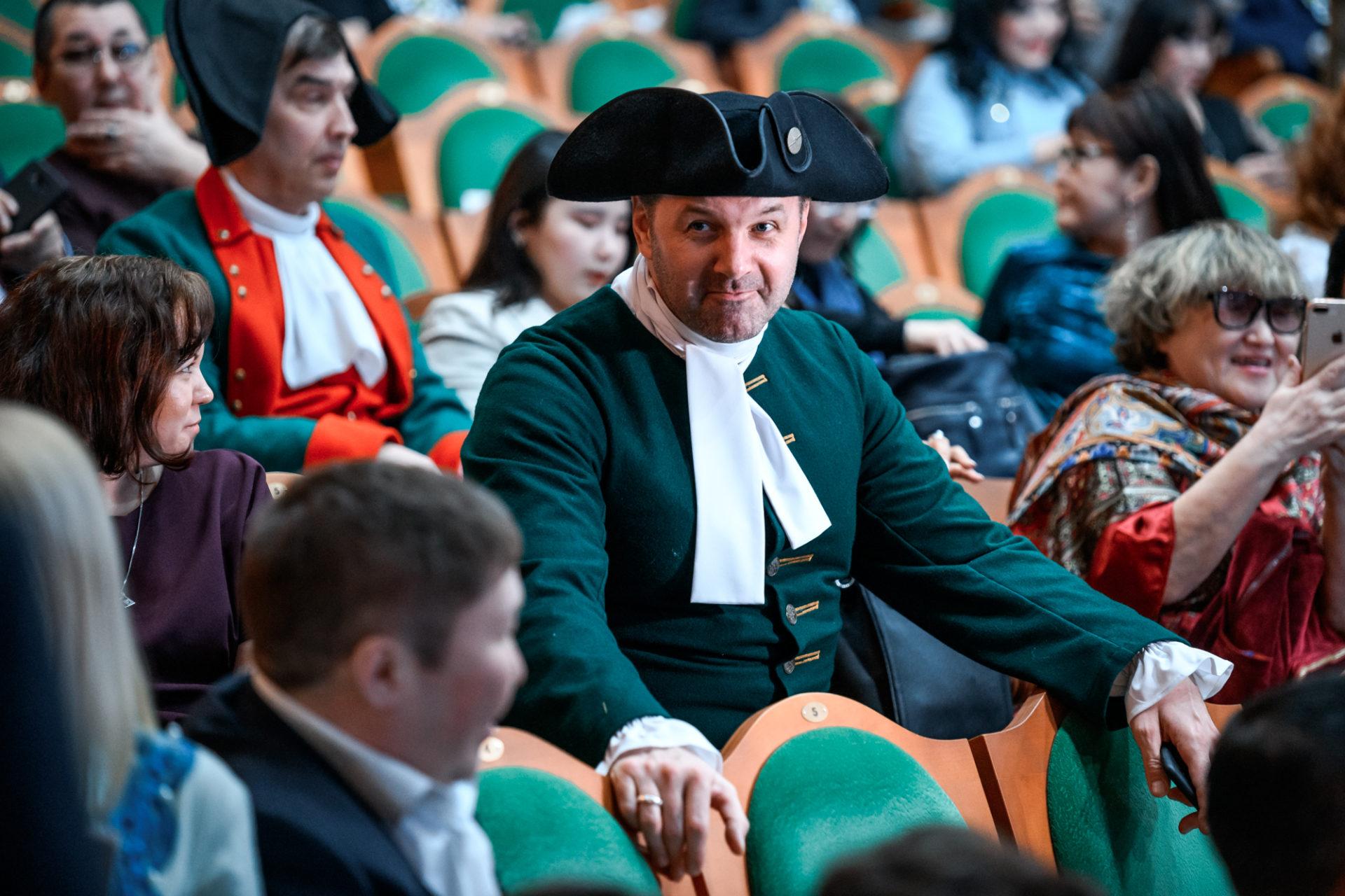Айсен Николаев принял участие в торжественной церемонии вручения премий Х Республиканского театрального фестиваля