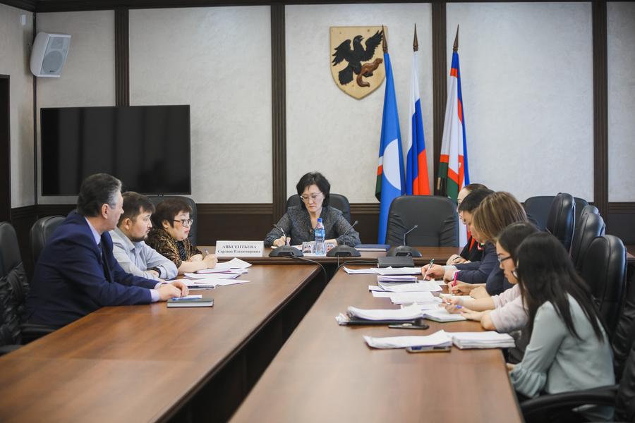 Сардана Авксентьева поручила усилить работу по профилактике преступности среди несовершеннолетних