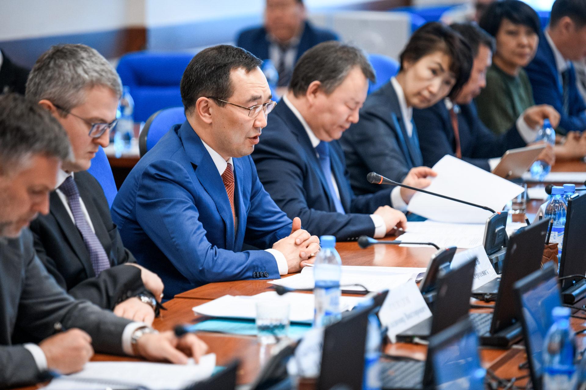 Айсен Николаев и Константин Цицин обсудили реализацию второго этапа программы по переселению граждан из аварийного жилья