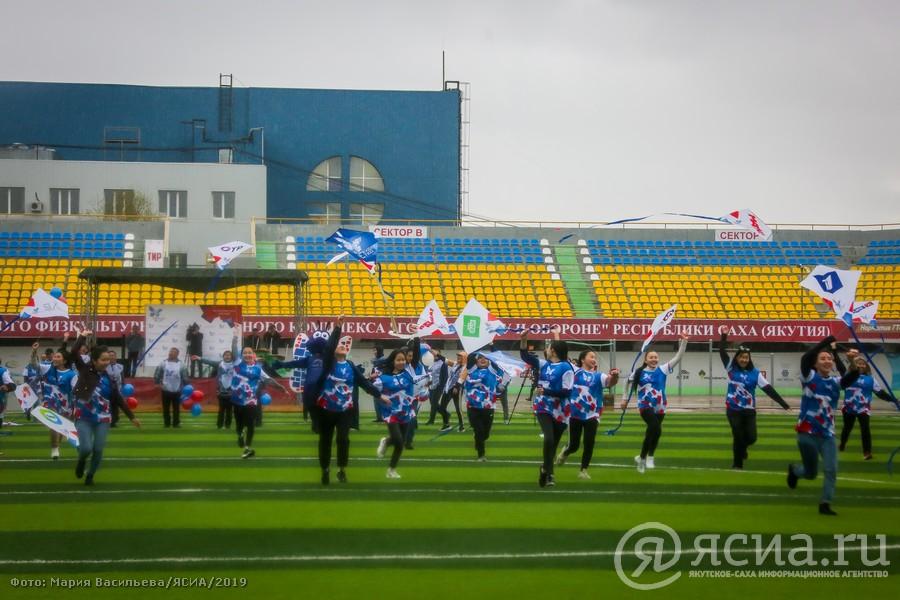 В Якутске звезды спорта провели «цифровую» зарядку и запустили в небо 22 «цифровых» воздушных змея