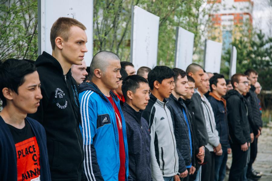 В Якутске проводили на службу призывников