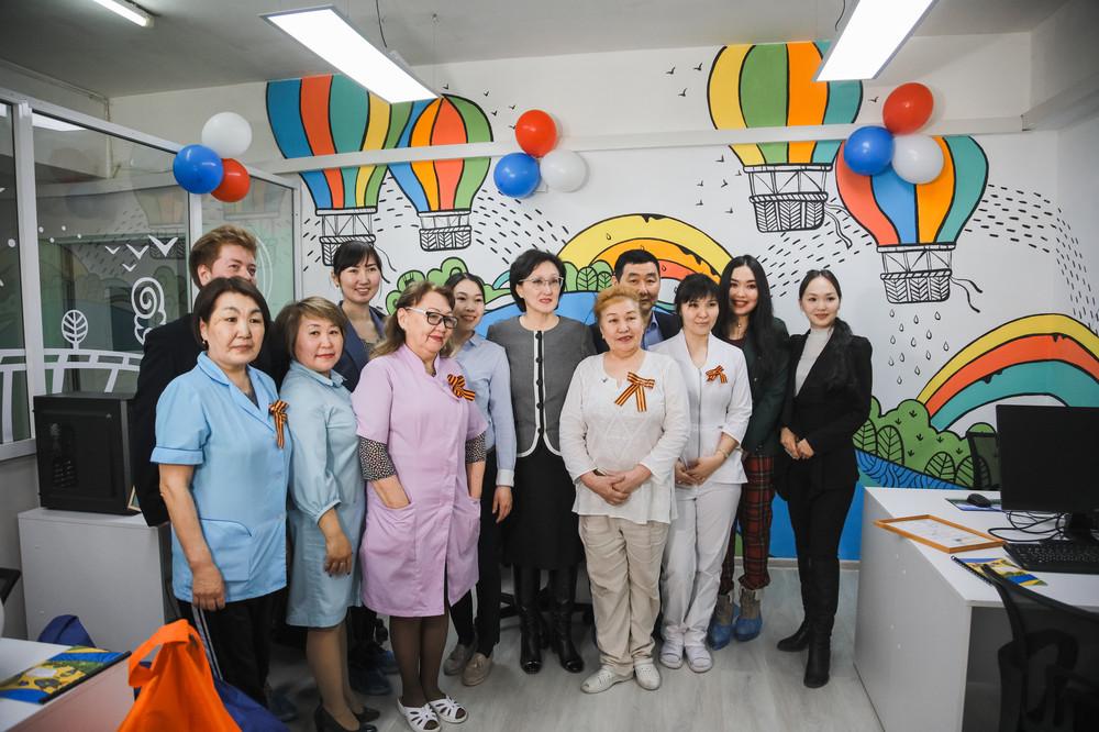 Сардана Авксентьева поздравила жителей дома-интерната для престарелых и инвалидов