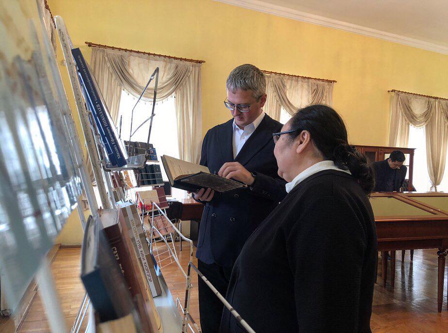 Владимир Солодов обсудил концепцию развития библиотек Якутии