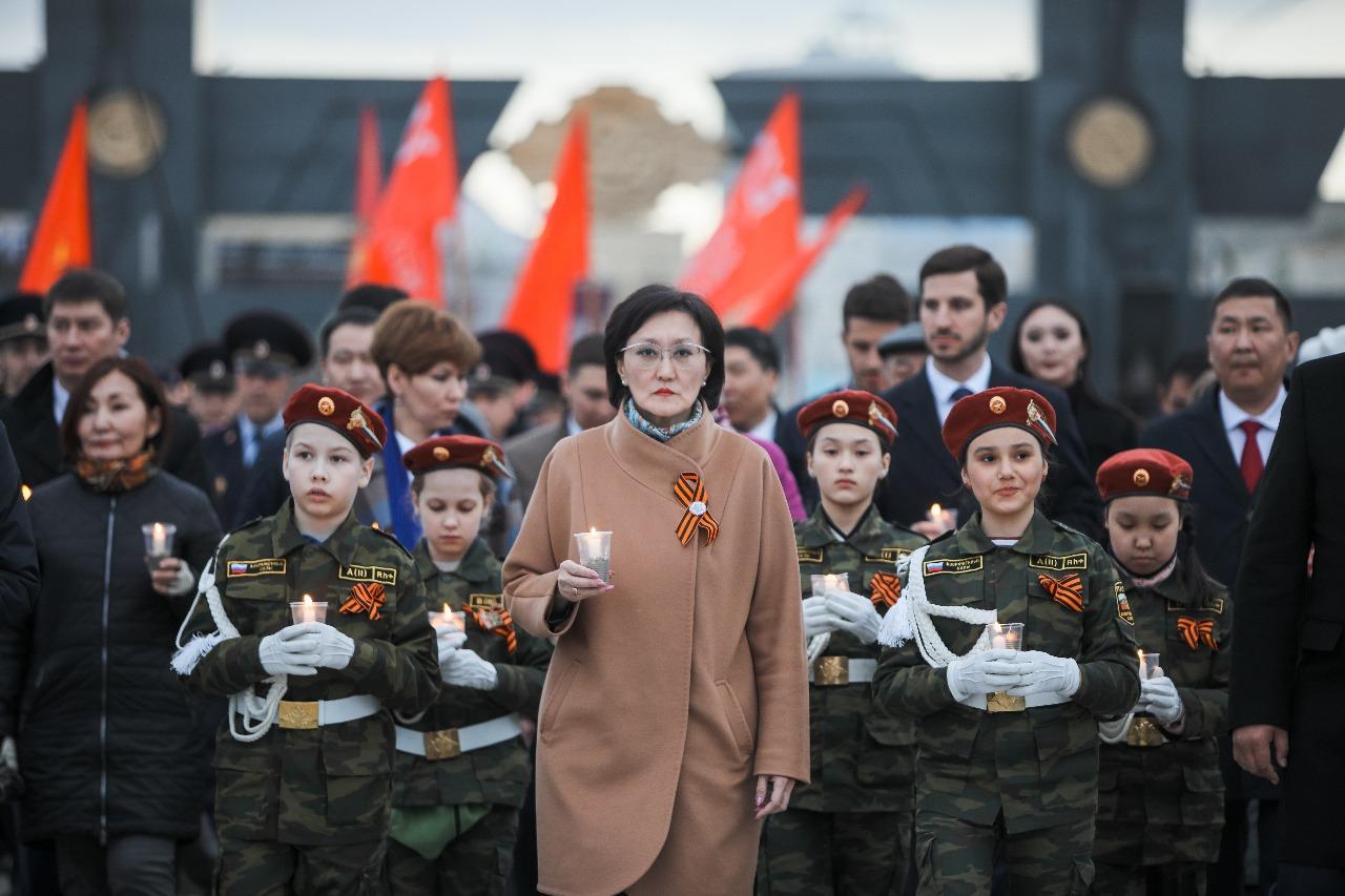Сардана Авксентьева поздравляет с Днем Победы