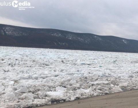 У Ленска наблюдаются подвижки льда