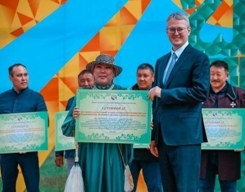 В День сайылыка сертификаты на строительство летних ферм получили 16 хозяйств Якутии