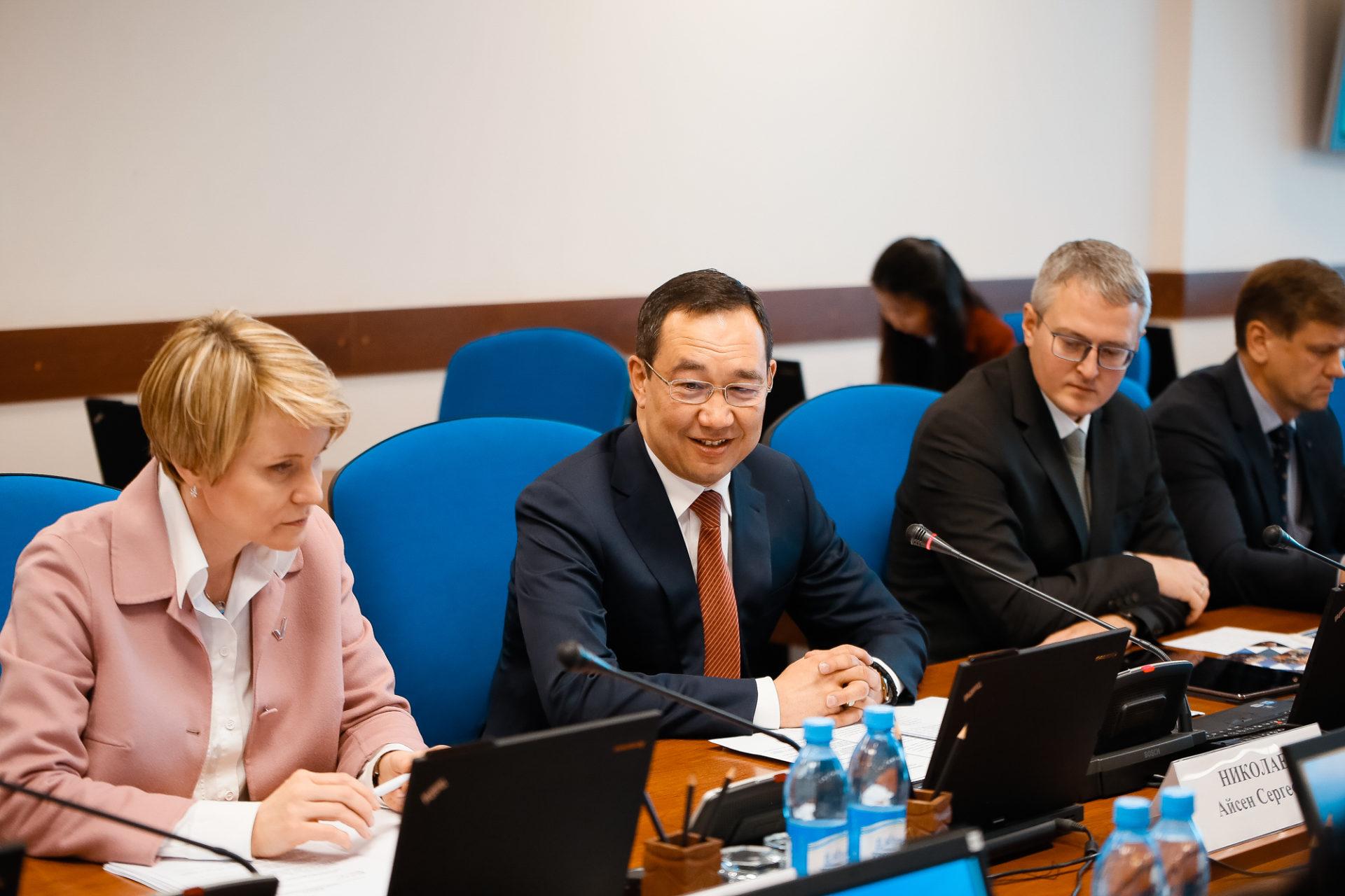 Айсен Николаев и Елена Шмелева провели первое заседание Попечительского совета по выявлению и поддержке одаренных детей