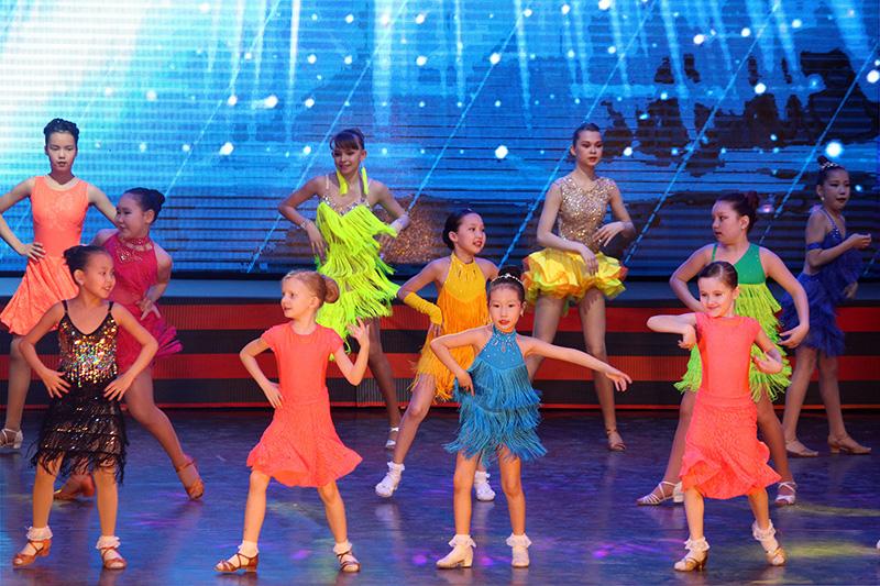 «Время танцевать!»: концерт ансамбля «Мозаика»