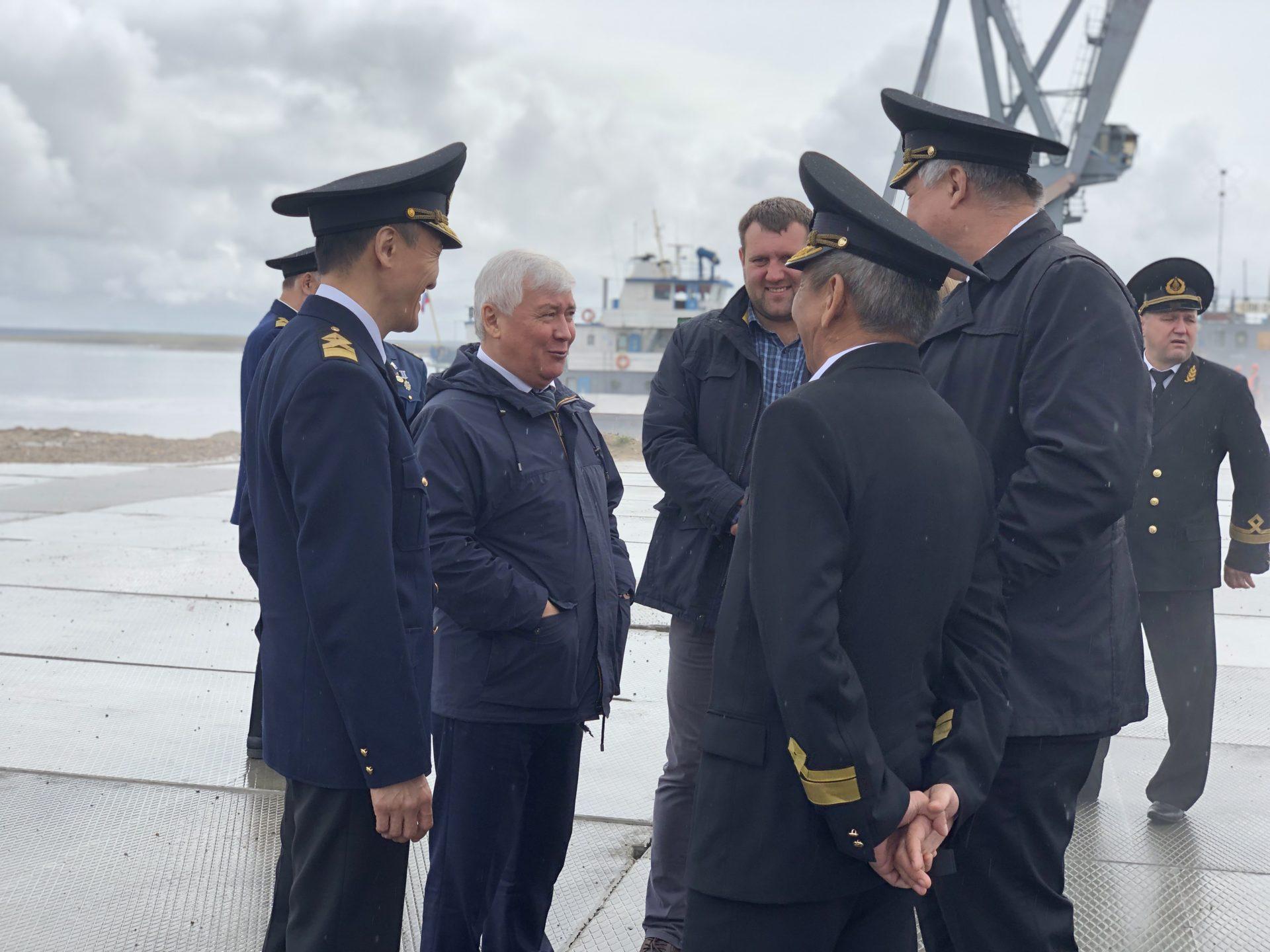 В Якутске торжественно встретили первое судн