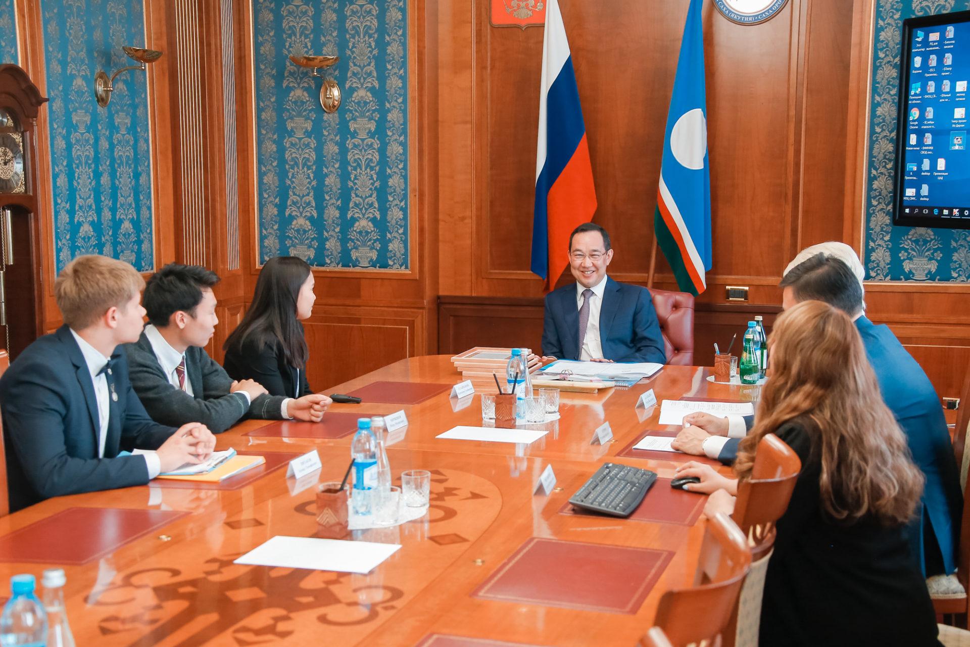 Глава Якутии встретился с участниками 7-й смены в ВДЦ «Океан»
