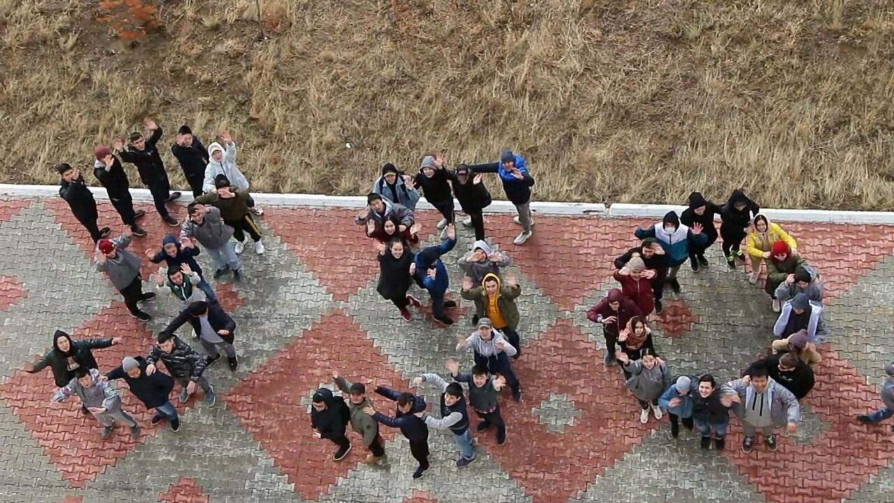 Молодогвардейцы Мирного первыми в стране запустили Эстафету флага России