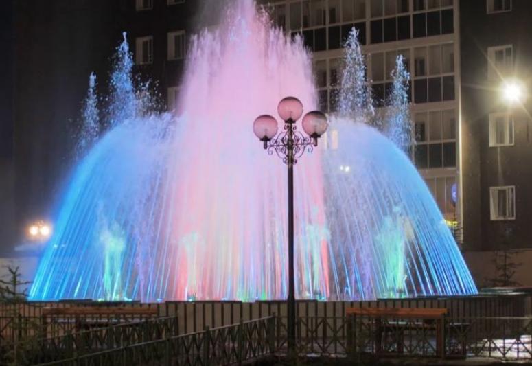 В Якутске открыли Сквер влюбленных со светомузыкальными фонтанами