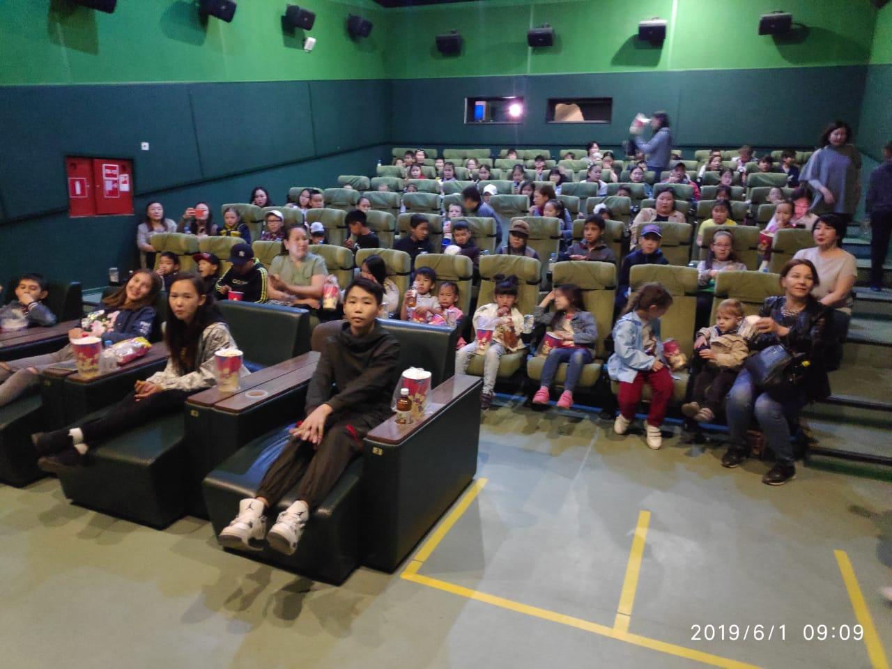В Якутске детям из малообеспеченных семей и семей, оказавшихся в трудной жизненной ситуации, показали фильм «Алладин»