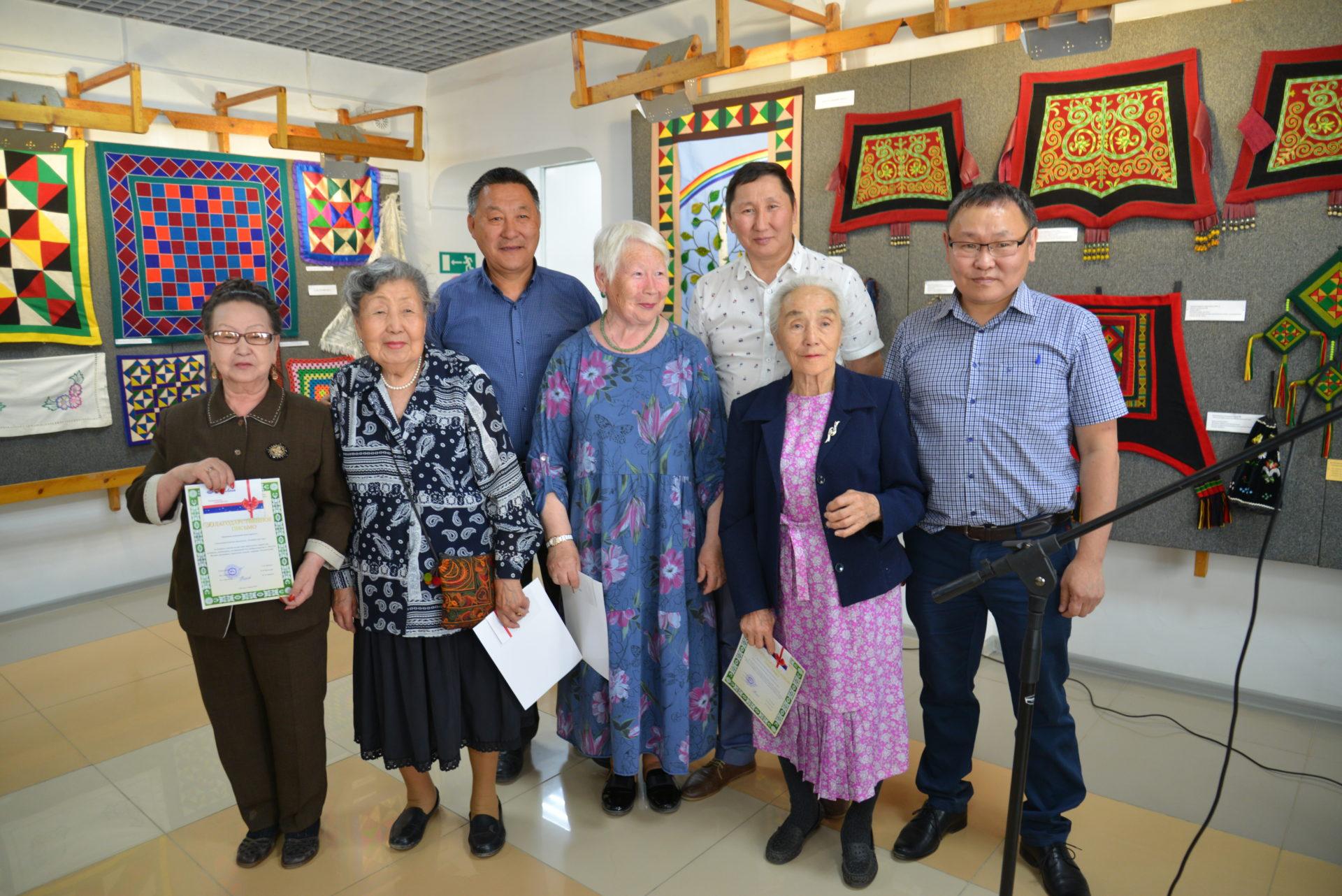 Год добрососедства: В Якутске прошла выставка прикладного творчества ветеранов и пенсионеров