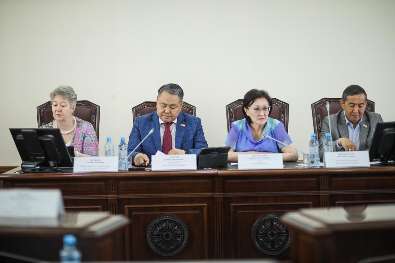 На внеочередной сессии Гордумы внесены изменения в бюджет Якутска