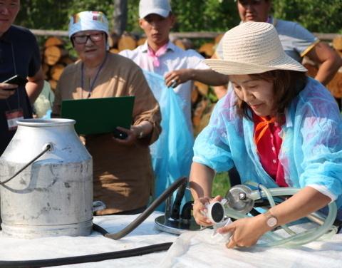 Минсельхоз Якутии проводит конкурс на лучшего по профессии среди операторов машинного доения коров