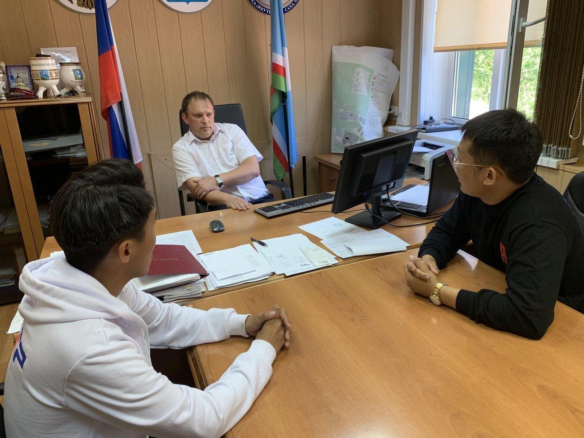 Молодогвардейцы встретились с главой поселка Светлый Мирнинского района