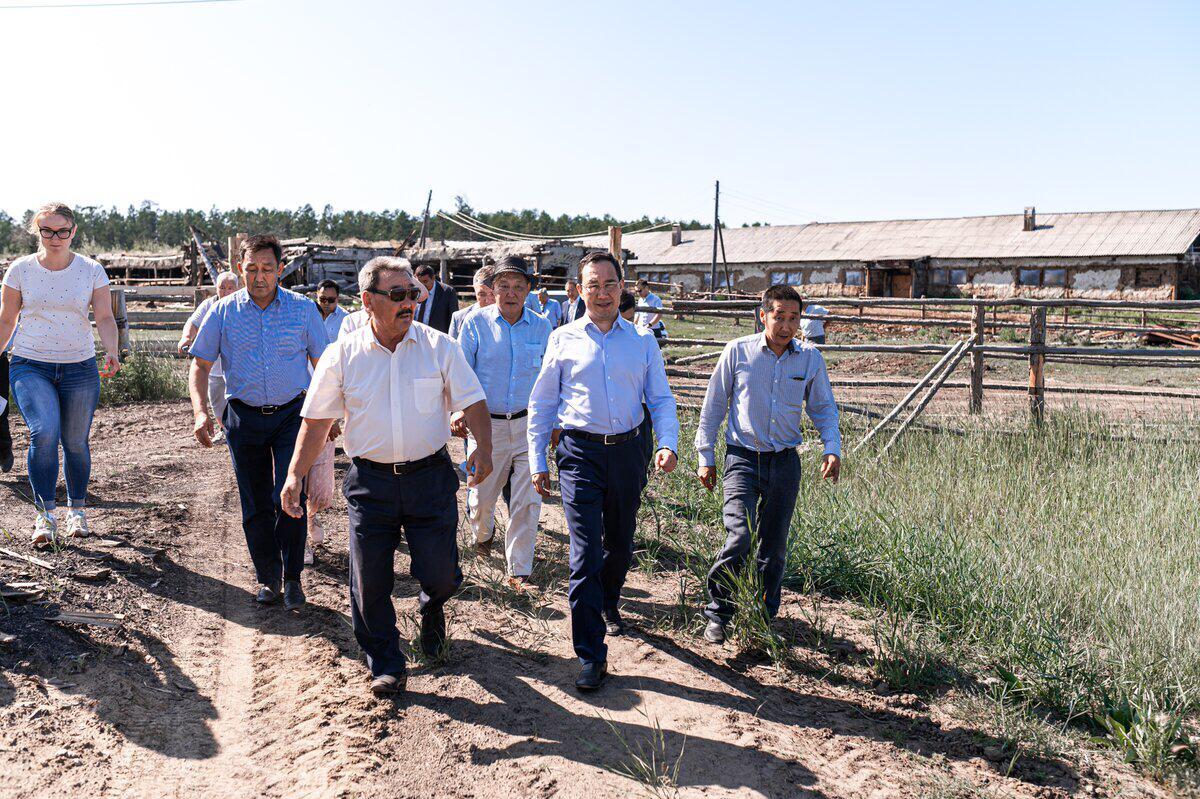 Глава Якутии посетил сельхозпредприятия Верхневилюйского района