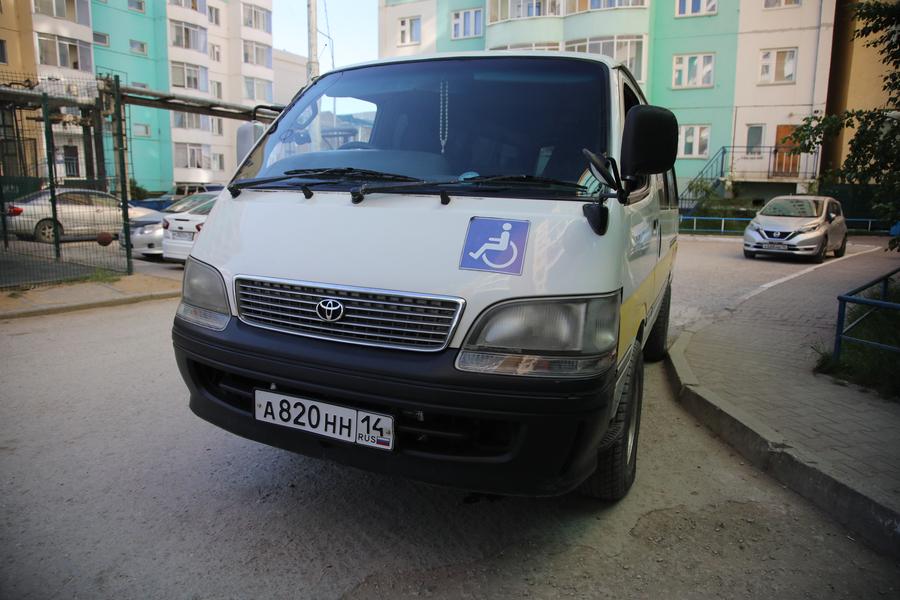 Специализированная служба такси за месяц выполнило 77 рейсов