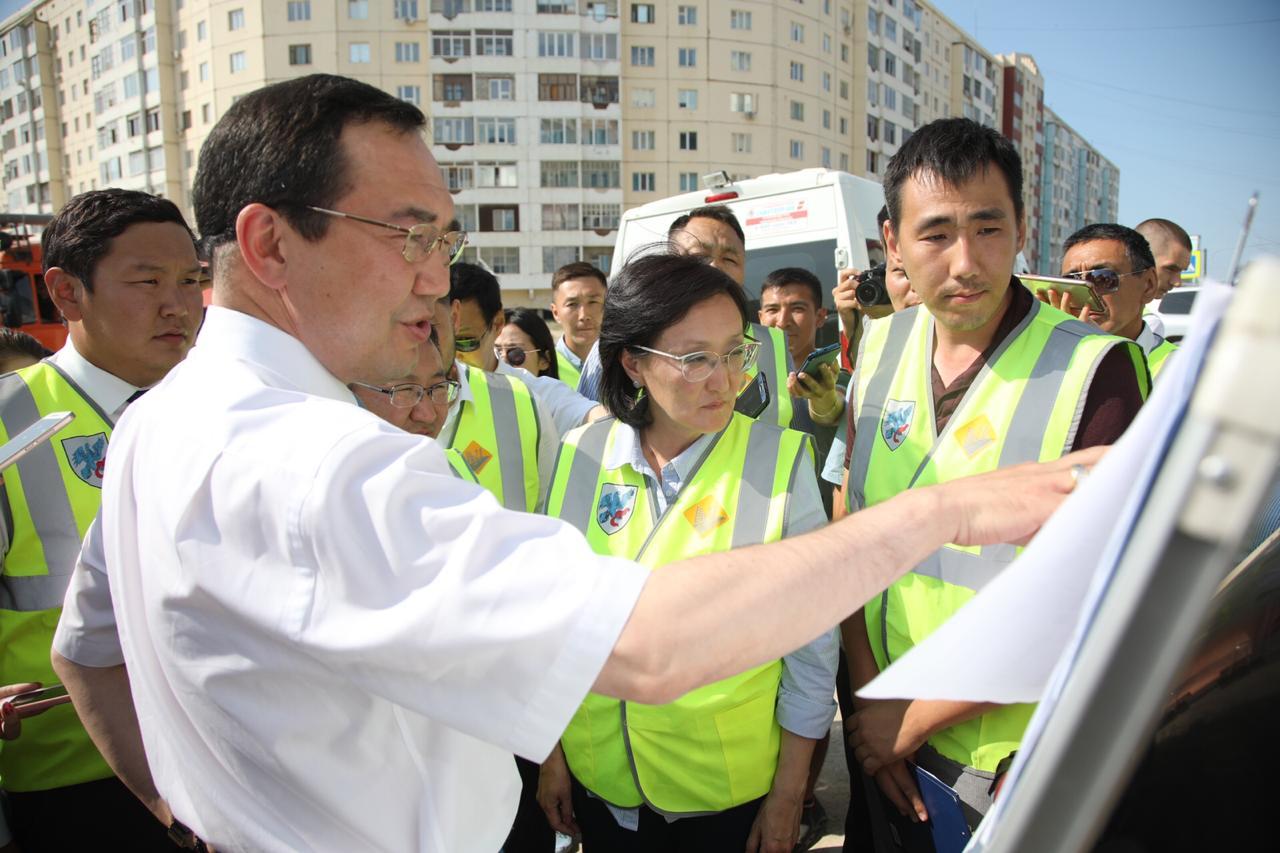 Айсен Николаев и Сардана Авксентьева проинспектировали ход ремонтных работ автомобильных дорог в рамках нацпроекта «БКАД»