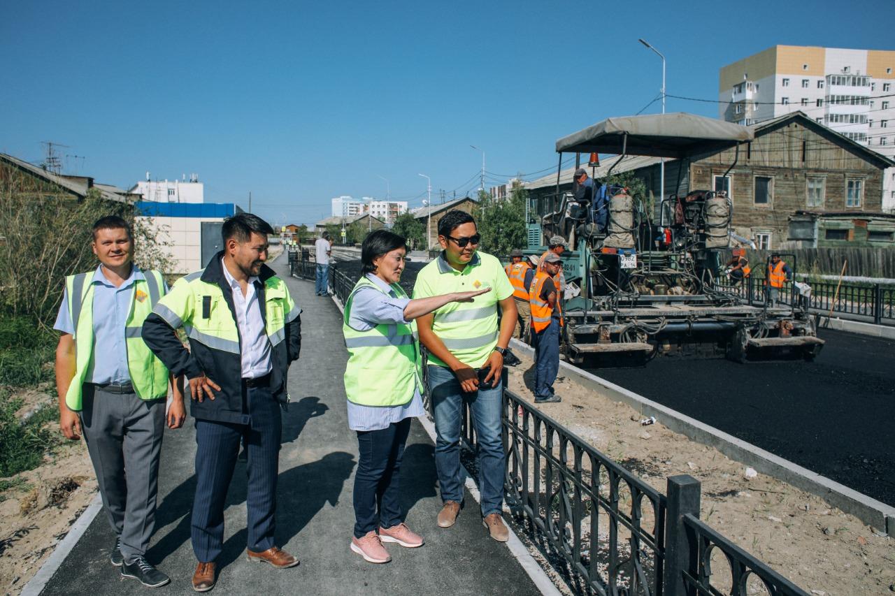 Сардана Авксентьева проинспектировала ход капитального ремонта улицы Чайковского в рамках нацпроекта «БКАД»