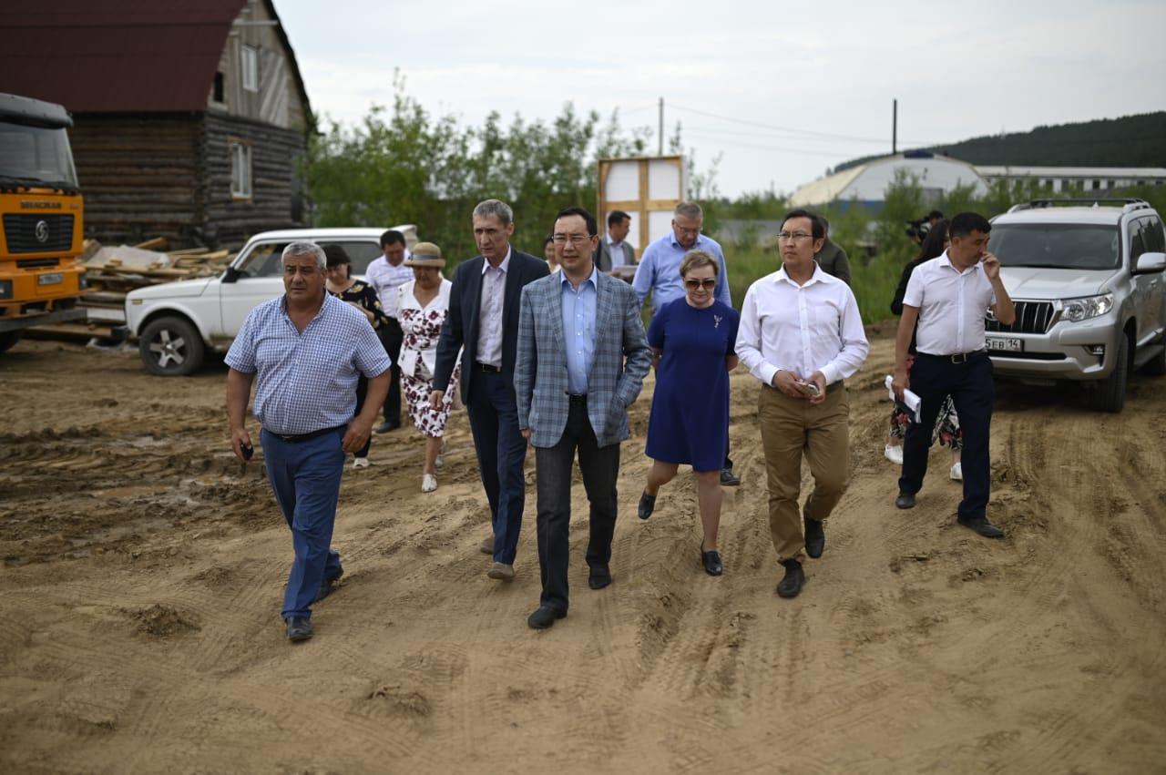 Айсен Николаев оценил ход реализации программы по переселению из аварийного жилья в Олекминске