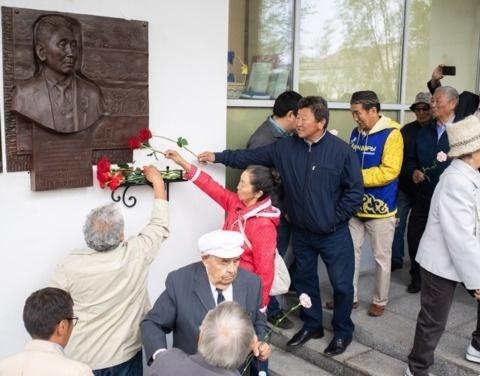 В Якутске открыли мемориальную доску памяти Тараса Десяткина