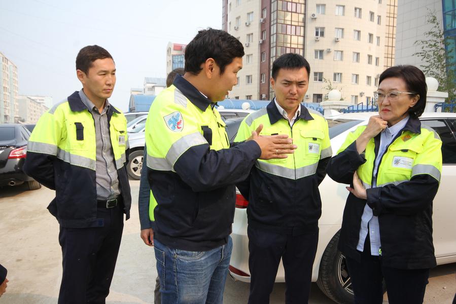 Сардана Авксентьева проверила ход капитального ремонта улиц в 203 микрорайоне, Строительном и Сайсарском округах