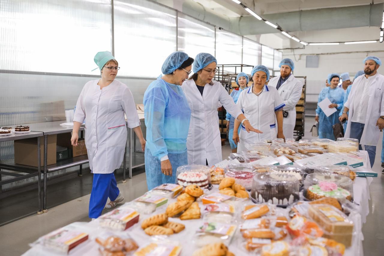 Сардана Авксентьева посетила предприятия пищевой промышленности Якутска