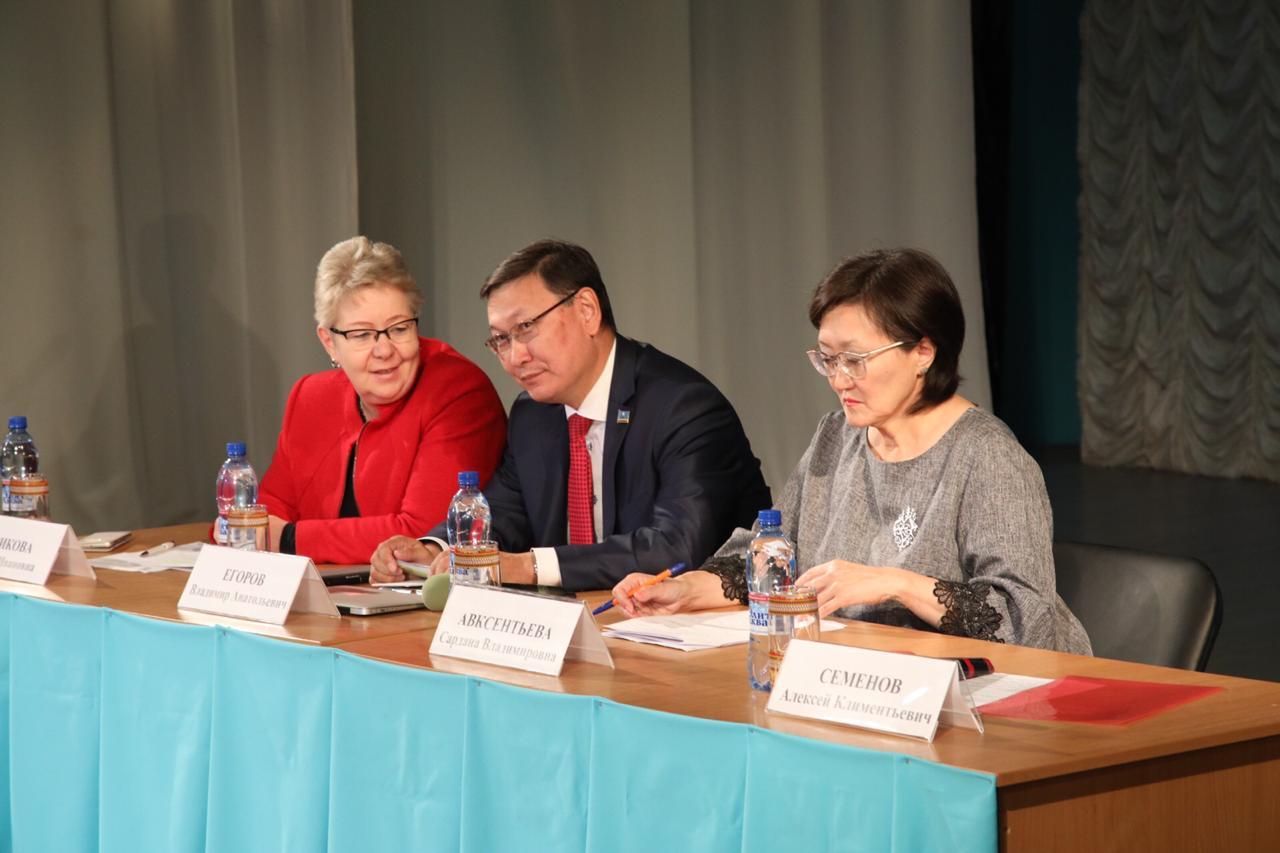 Ориентир на успех каждого: В Якутске прошло сентябрьское совещание работников образования