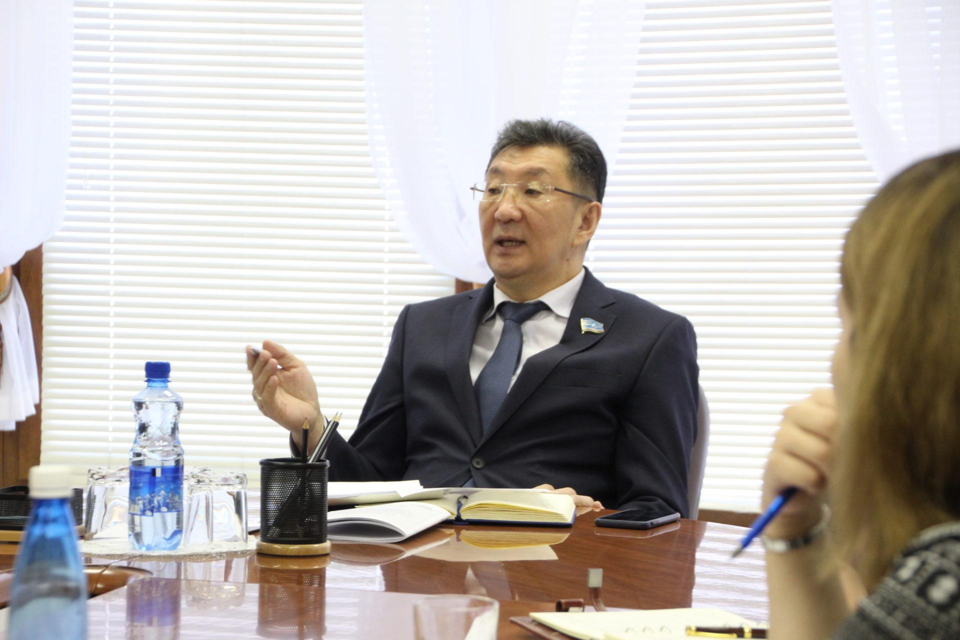 Ан-2, совершивший жесткую посадку в Кобяйском районе, принадлежал шурину депутата Чичигинарова