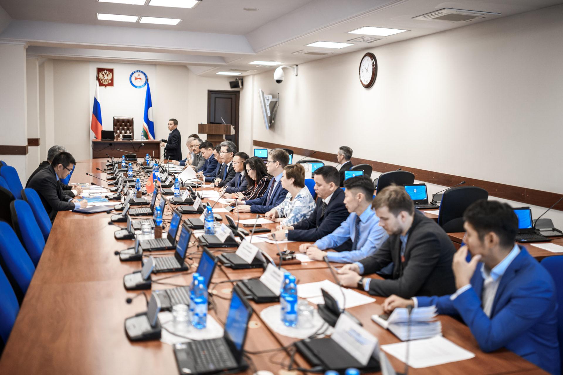 В Доме правительства Якутии состоялась встреча с Чрезвычайным и Полномочным Послом Кыргызской Республики в РФ