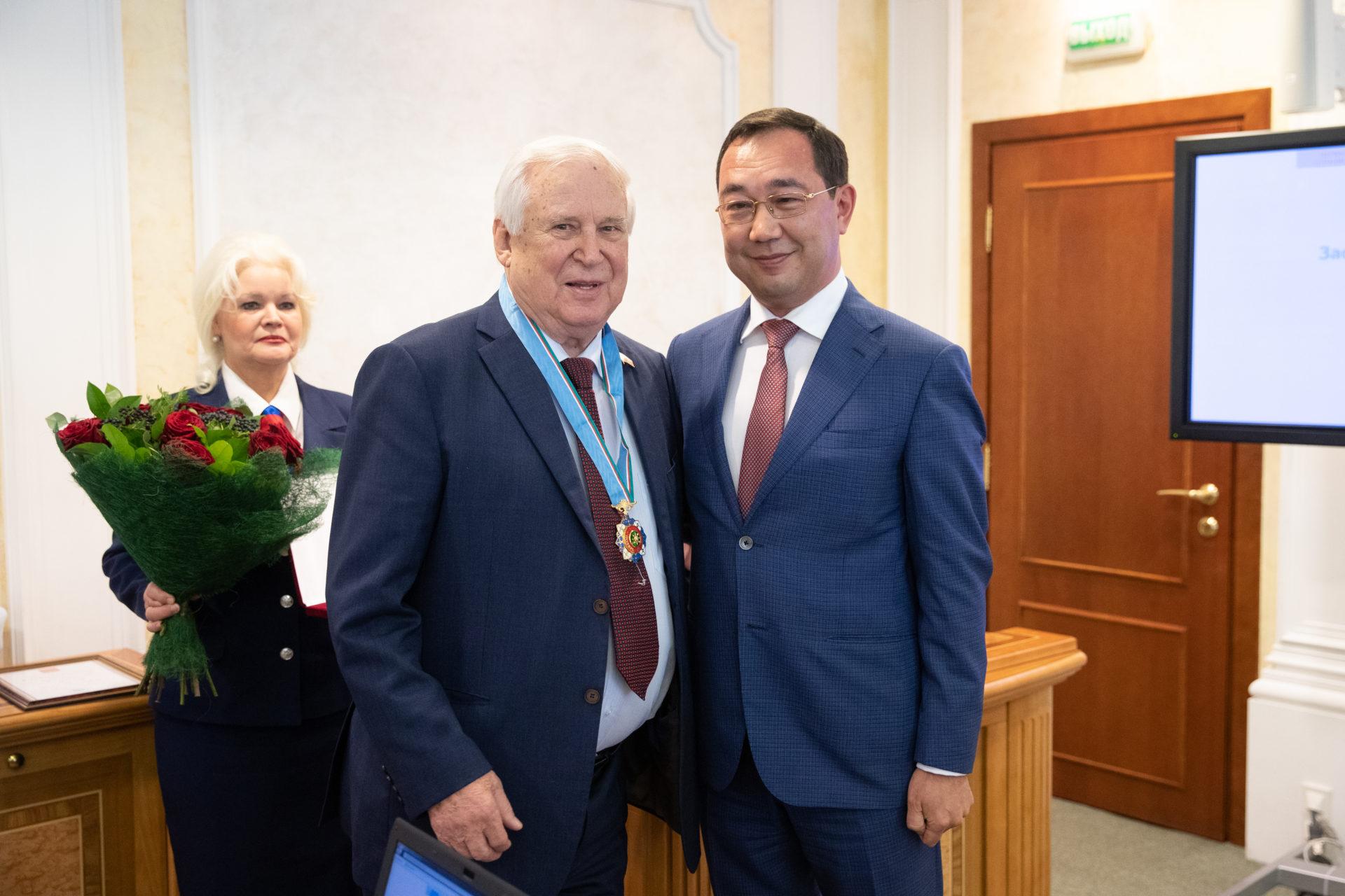 Айсен Николаев поздравил российского сенатора Николая Рыжкова с 90-летним юбилеем