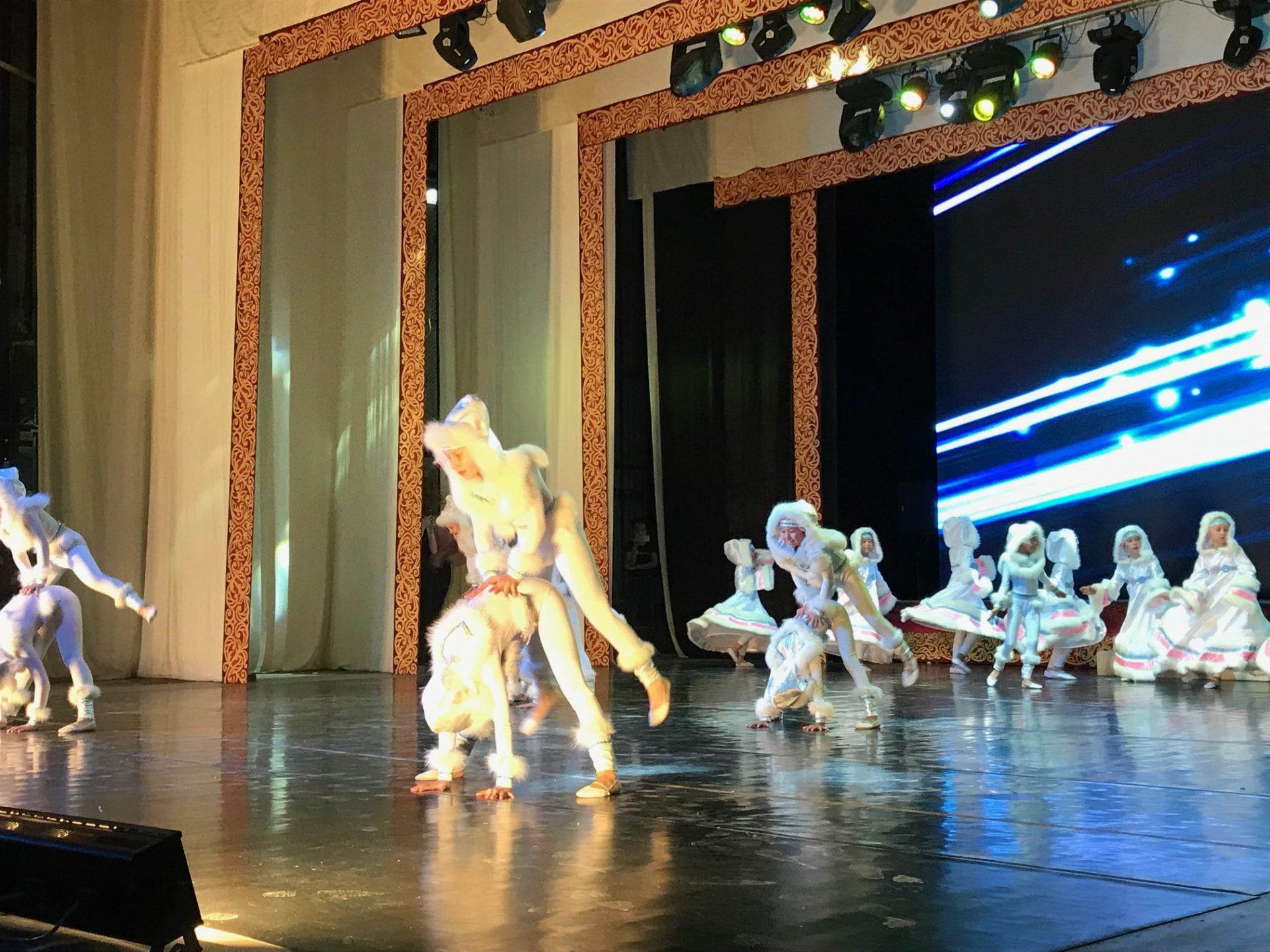 В Губинском округе состоялся праздничный концерт «Краски осени»