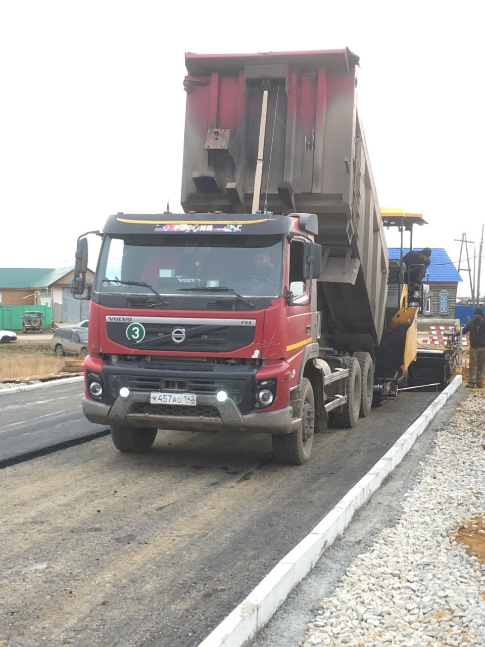 Завершается укладка асфальта на Хатын-Юряхском шоссе